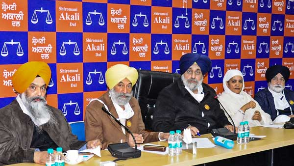 Badal tells Centre to stop defaming farmers