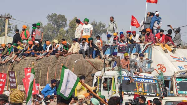 Farmers' Protest: Delhi Police shuts Singhu, Safiabad borders; diverts traffic from Mukarba