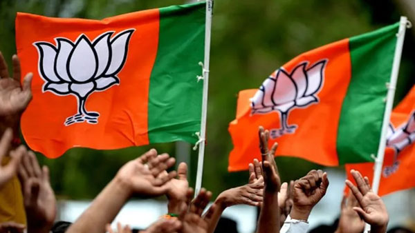 Two groups clash inside BJP party office in Bengal