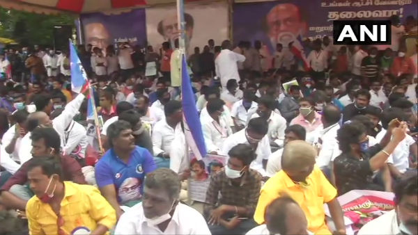 Rajinikanth fan club stage demonstration over actor's political exit