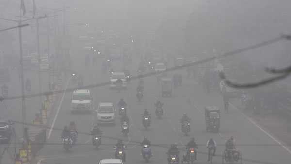 Dense fog covers northwest India; No major change in temperature likely
