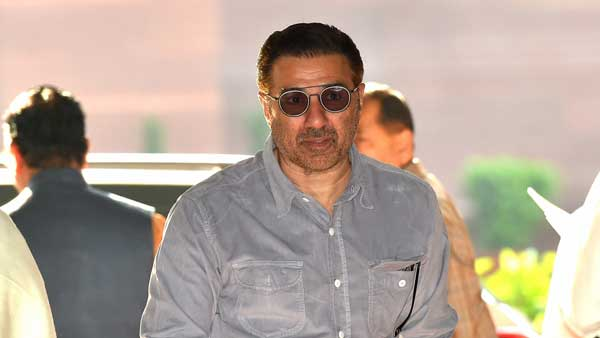 Sunny Deol distances himself from Deep Sidhu once again