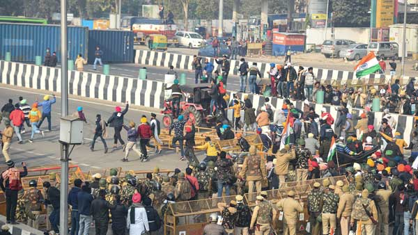 Farmers' protest: Scuffle breaks out at Singhu border; lathi charge, tear gas used