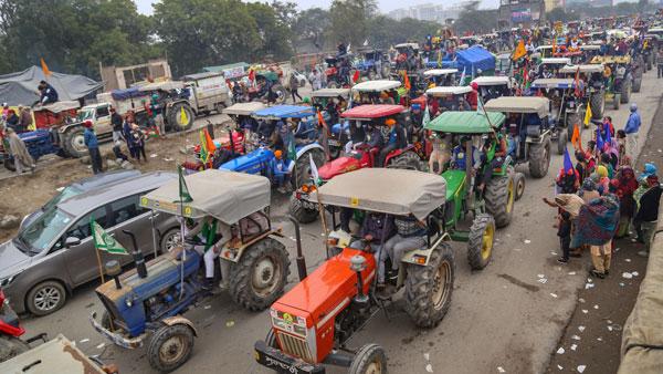 Ahead of big tractor parade farmers break barricade at Singhu border