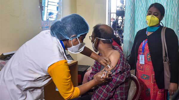 Fake: Drug Authority of India is not asking senior citizens their details on COVID-19 vaccine