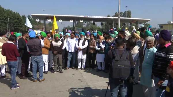 Farmers' Protest: Peaceful 'satyagraha' of annadatas is in national interest, says Rahul Gandhi on Chakka Jam
