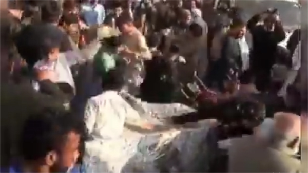 Watch Pakistanis go crazy of cake, foreign minister tries to eat a piece with mask on