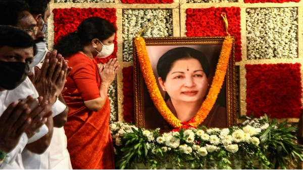 Ahead of TN polls, Sasikala signals truce with AIADMK; says Jayalalithaas followers should unite