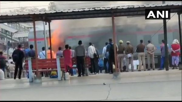 Fire breaks out in Lucknow-bound Shatabdi Express