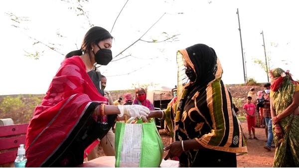 Covid-19: Ollywood actress Varsha Priyadarshini shows up at Sundarpada slum, distributes grocery kits