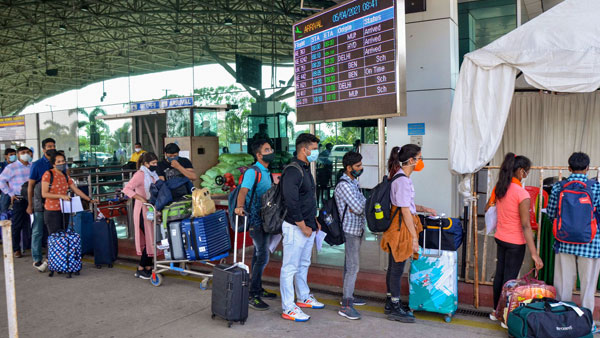 For not checking RT-PCR report of Maharashtra passengers, 4 airlines likely to face action