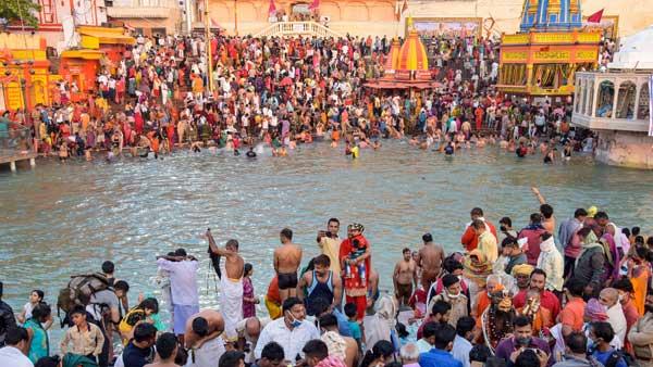 Juna Akhara chief calls off Kumbh Mela hours after PM Modi's appeal