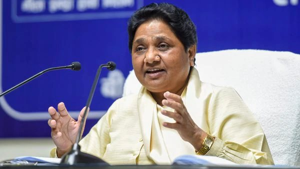 EC orders covering of all statues of Mayawati: