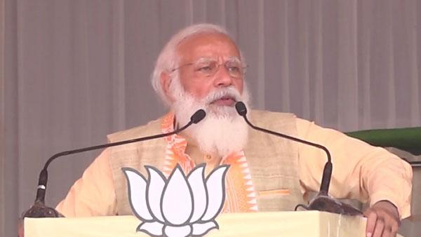 Contest between double engine development and Mahajhooth: PM Modi in Assam