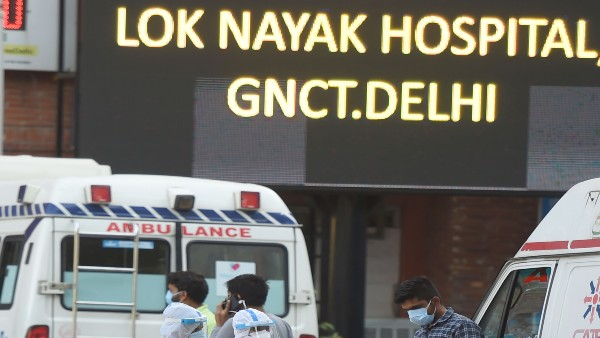 Delhi's LNJP hospital, left with just 2 hours of oxygen supply, receives refill around 10 am
