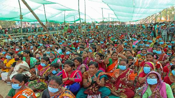 EC bans roadshows, bike rallies in Bengal; public meetings restricted to 500 people