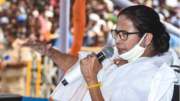 Narada sting case: CM Mamata Banerjee stages 6-hour dharna at CBI office