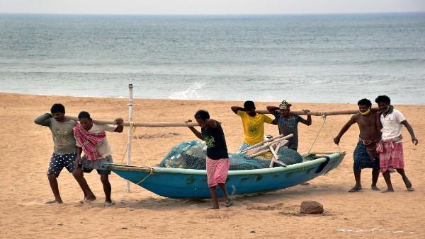 Cyclone 'Yaas' to make landfall near Odisha's Dhamra Port; 11 lakh people evacuated
