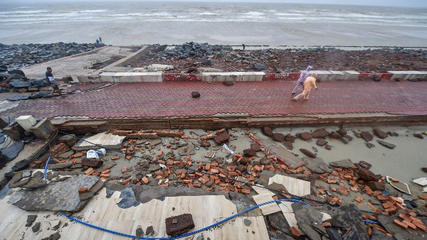 Cyclone 'Yaas' whiplashes Odisha, Bengal, over 3 lakh houses damaged, four dead