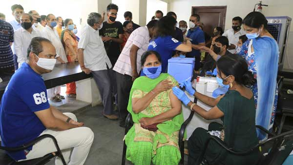 Maharashtra Cabinet favours lockdown till May 31; Vaccination for 18-44 age group halted