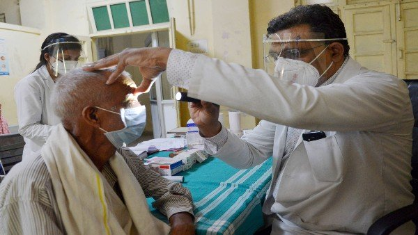 Covid-19: India's 'white fungus' infections raise new health concerns