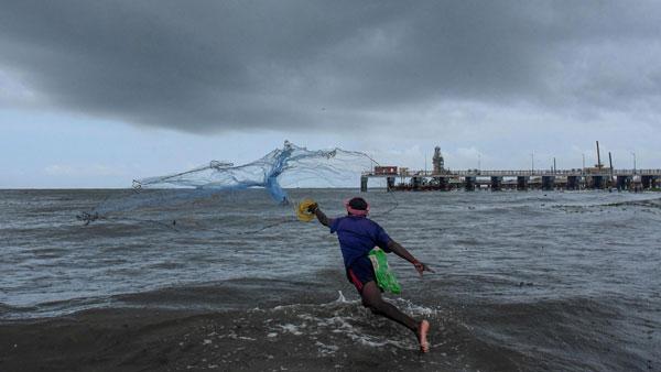 Pak fisherman makes a killing by selling rare Atlantic croaker