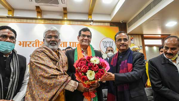 <strong>Amid turmoil, PM Modi's aide, former IAS officer AK Sharma appointed BJP's UP vice president</strong>