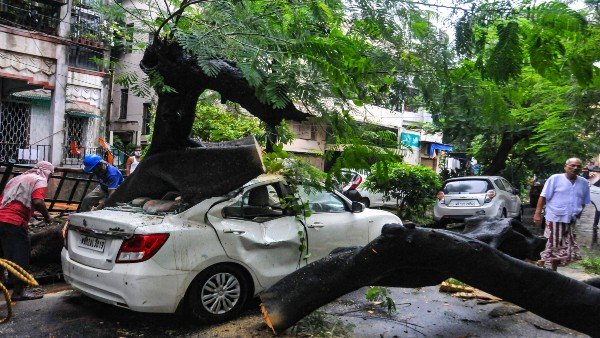 Heavy rains to continue in West Bengal, arterial roads waterlogged