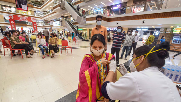 Within minutes, Thane woman gets three jabs of COVID-19 vaccine: Probe launched