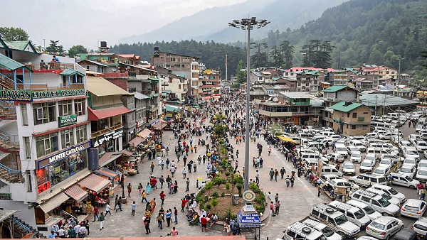 Manali attracts tourists as heatwave hits plains, COVID-19 cases drop