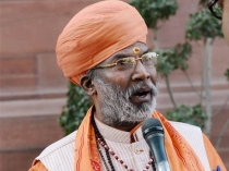 Unnao Mp Sakshi Maharaj Meets Rape Accused Mla In Jail To Thank Him After Election 2900709.html