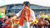 Bjp Workers Chant Before Scindia Toh Wicket Gira Do 3049590.html