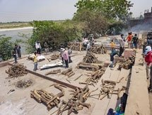 Photos: Cremation Of COVID-19 Victims In India
