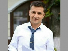 Ukraine Presidential Poll Comedian Candidate Zelensky To Face Incumbent In Run Off Vote 2872392.html