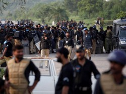 Pakistan Political Crisis Lawyers On A Days Strike
