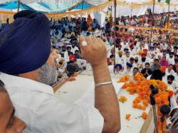 More Trouble Congress Former Mla Ramesh Singhla Joins Sad