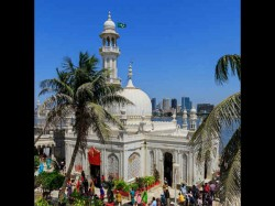 Activists Hail Haji Ali Trust S Decision On Women Entry