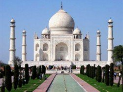 Hindu Outfits Stage Protest Outside Taj Mahal Over Saffron Scarves