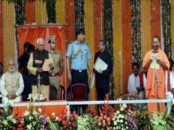 Priortise Law Order Adityanath Tells Police Chief