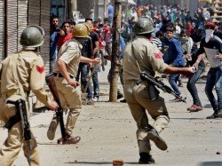 Crpf Gets Additional 4000 Pump Guns To Curb Stone Pelters In Jk