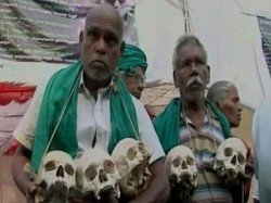 Drought Hit Farmers Tamil Nadu Protest With Skulls Demanding