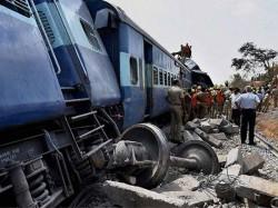 Nanded Tirupati Special Train Engine Derails