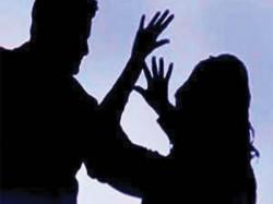 Spurned Lover Attacks Mla S Daughter In Pune