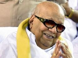 Karunanidhi Turns 95 People Gather Outside His Residence To Celebrate