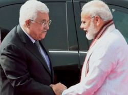 Pm Modi Receives Palestine President Mahmoud Abbas