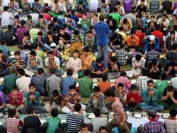 Harmony Muslims Break Ramazan Fast At Udupi Sri Krishna Temple