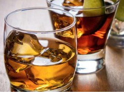 Percent Liquor Shops Have No License But Stock Worth Rs 200 Crore Brought In 4 Days In Ap