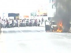 Car Catches Fire On Andheri Flyover Mumbai