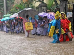 Salute Slumdog Millionaires Warming Hearts Flood Hit Mumba