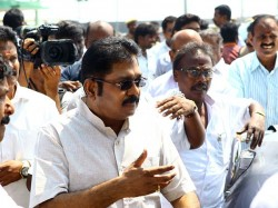 Tn Cops Offered Bribe Threatened Us Join Eps Dinakaran Loyalists File Complaint